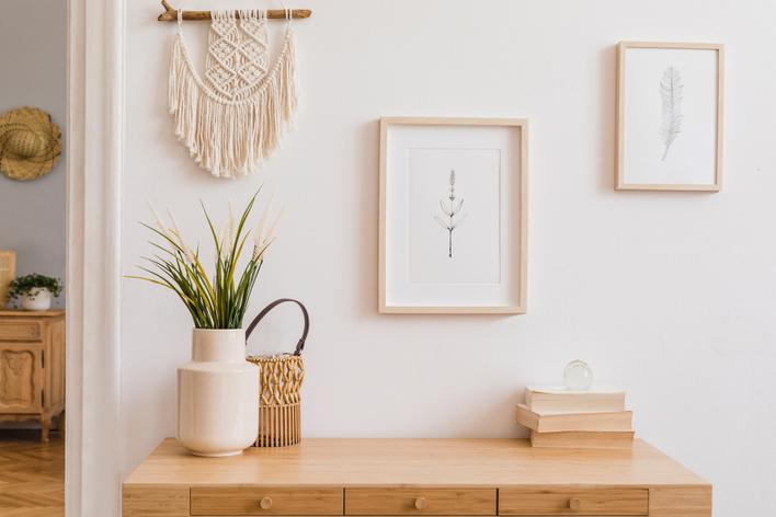 Bohemian interior design wall décor with macramé wall hanging