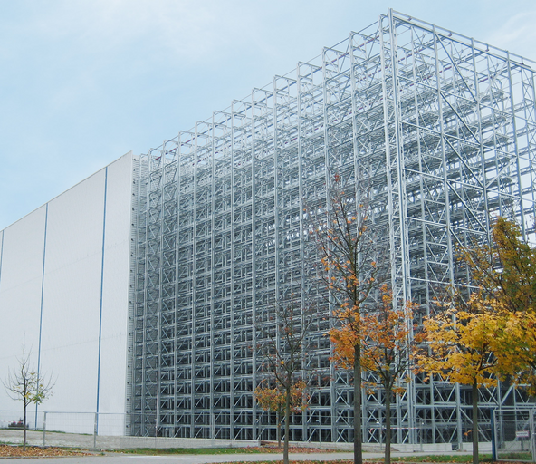 Constructing a high-bay warehouse for paletts