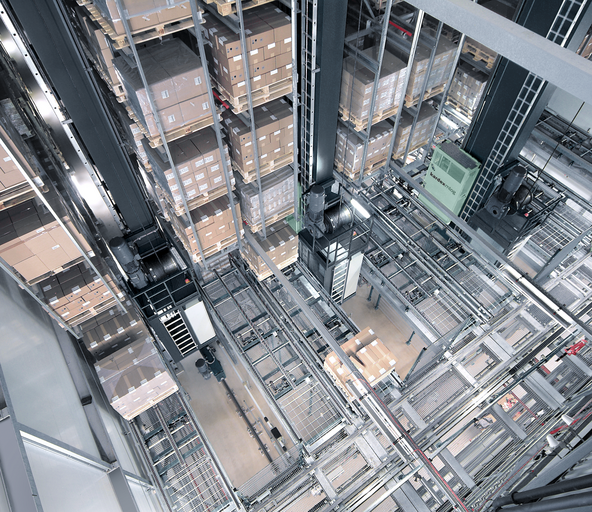 Automated storage and retrieval system to store pallets
