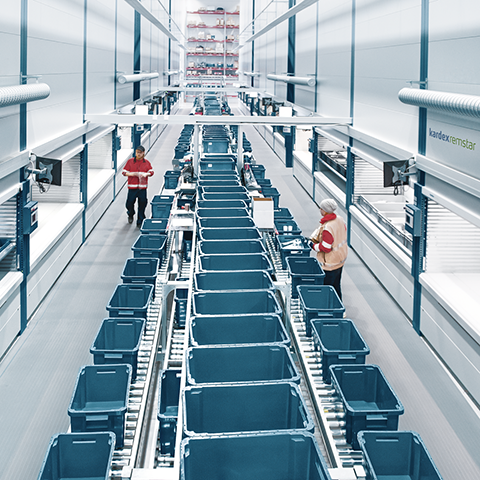 Combination of Vertical Lift Modules and conveyors for a big warehouse