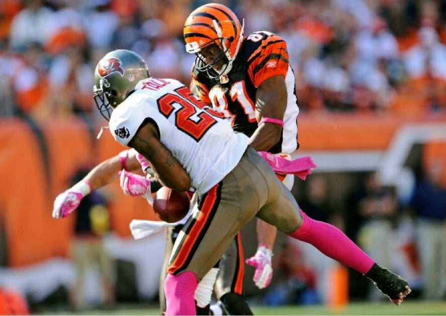 NFL players tackling