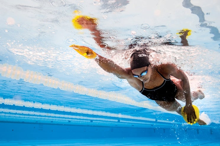 swimmer wearing FINIS gear