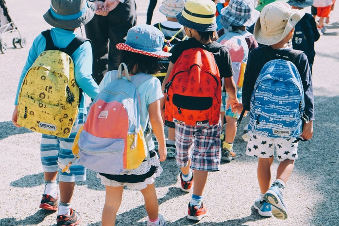 children walking with backpacks on