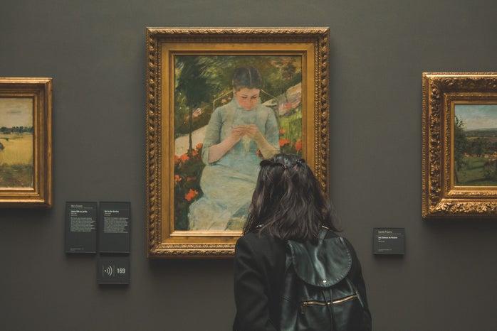 girl looking at painting