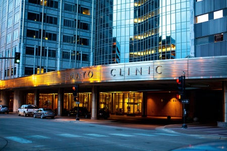hospital building that says Mayo Clinic