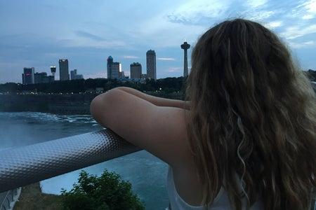 girl looking at the Niagara Falls