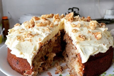 Walnut hummingbird cake 1