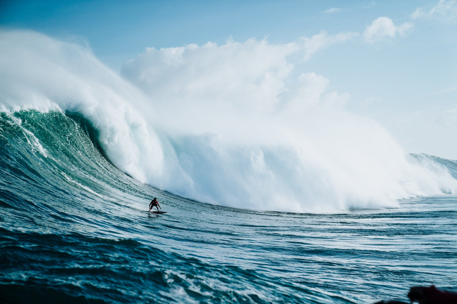 ocean wave surfing guy