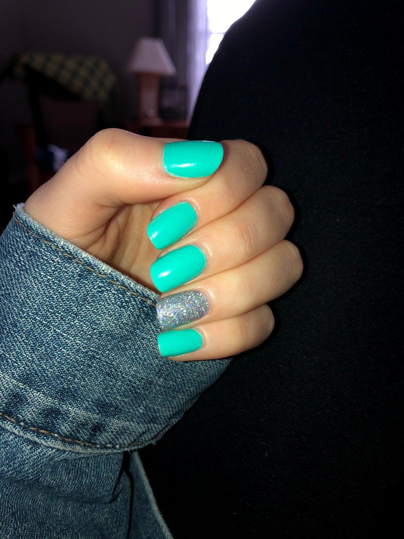 glitter accent nail manicure