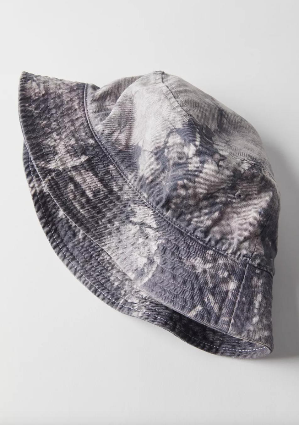 Krystal dyed bucket hat