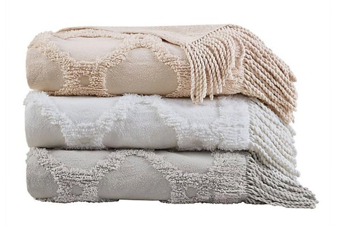 tufted throw blanket