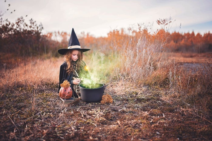 girl in witch\'s costume in field photoshoot