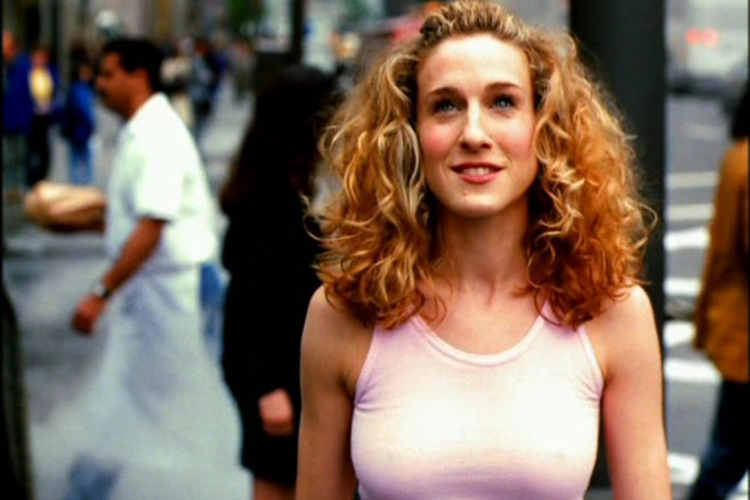 Carrie Bradshaw in theme song dress
