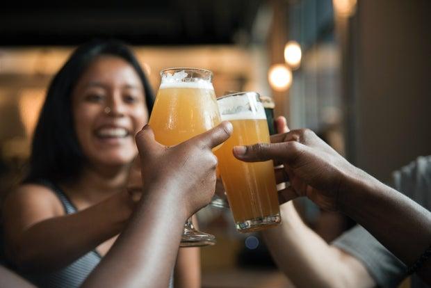 beer cheers happy hour