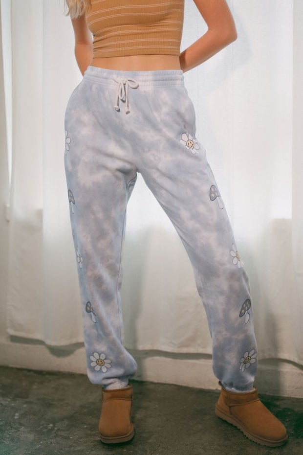 woman wearing jogger pants