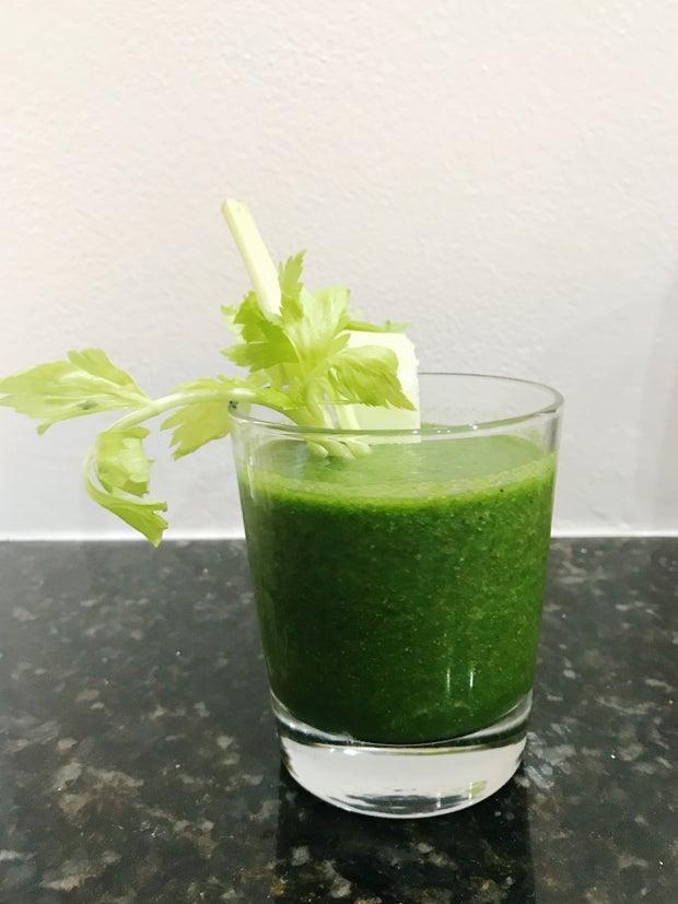 Breakfast smoothie, green smoothie