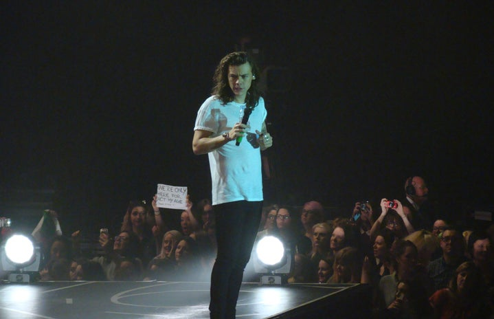harry styles on stage