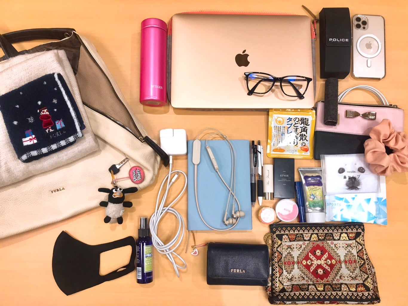 What's In My Bag? ICU Students Edition
