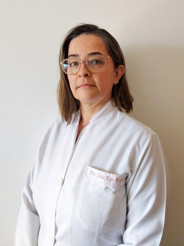 A woman wearing an apron