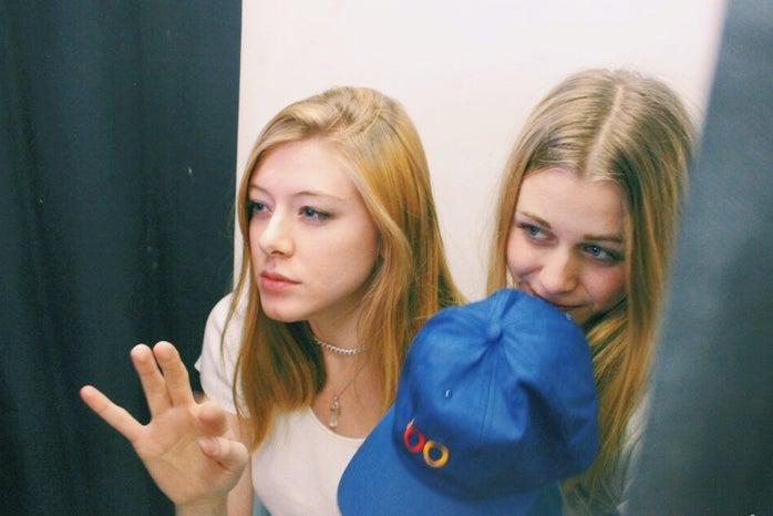 Anna Schultz-Fun Friends In Photobooth