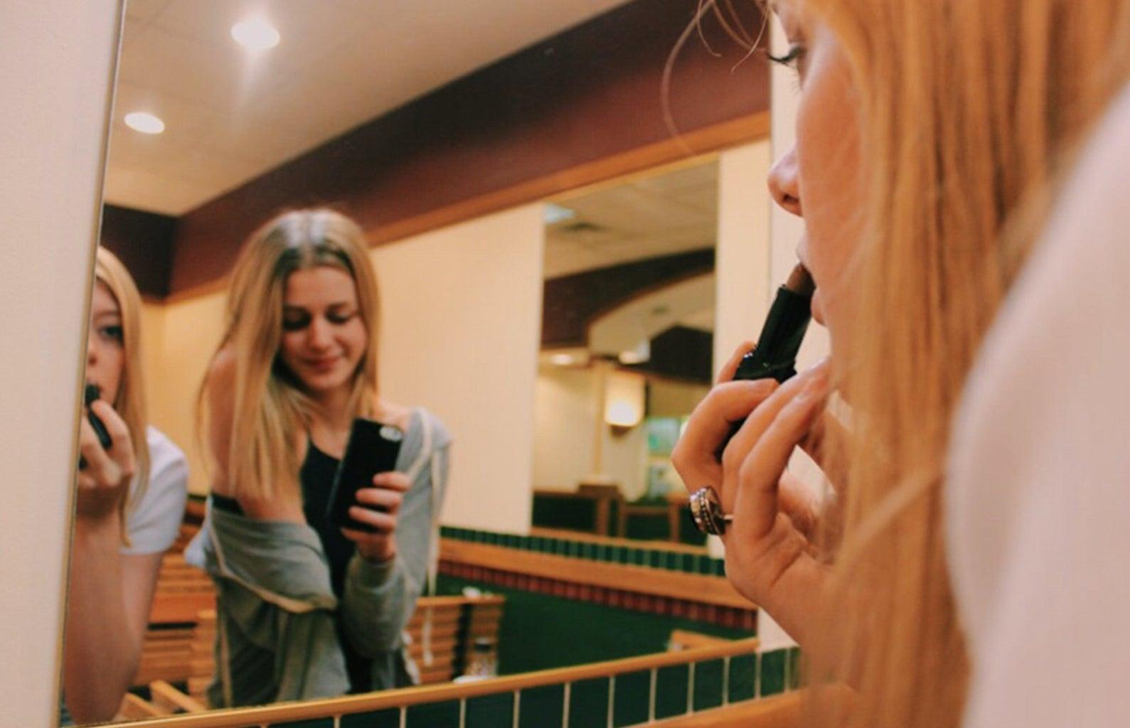 Anna Schultz-Friends Putting Make Up In Front Of Mirror