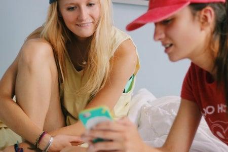 Anna Schultz-Girls Looking At Phone