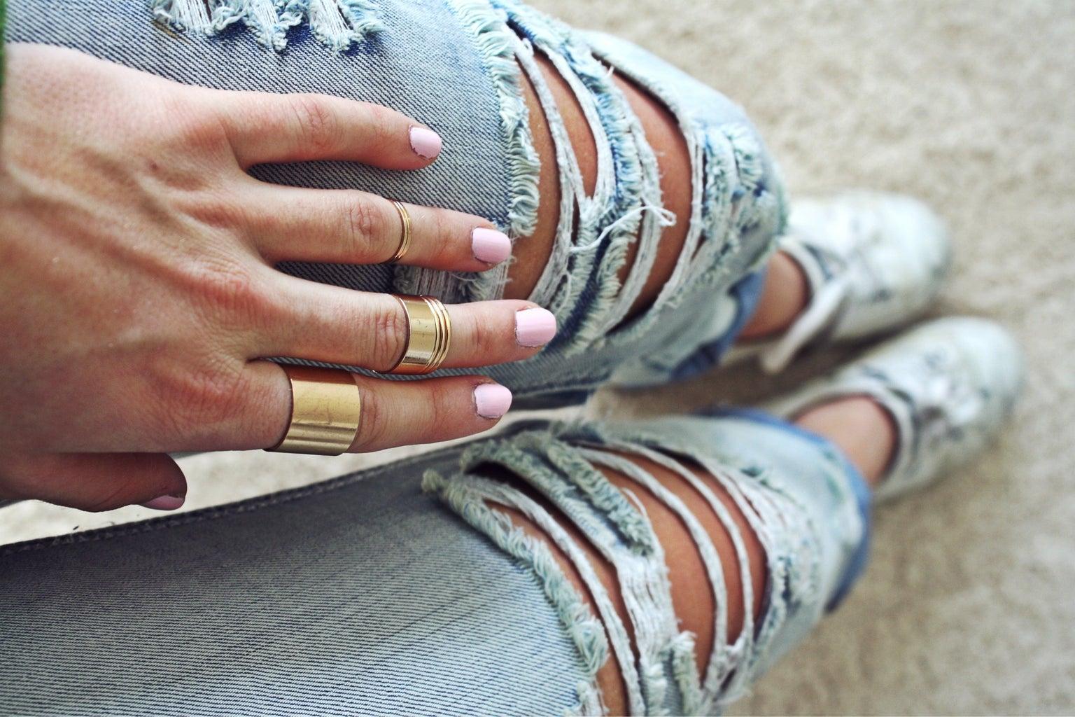 Anna Schultz-Ripped Jeans