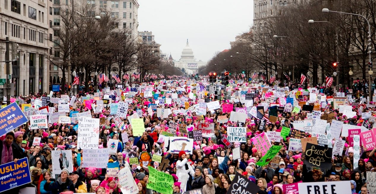 Women protesting in the Women\'s March on Washington