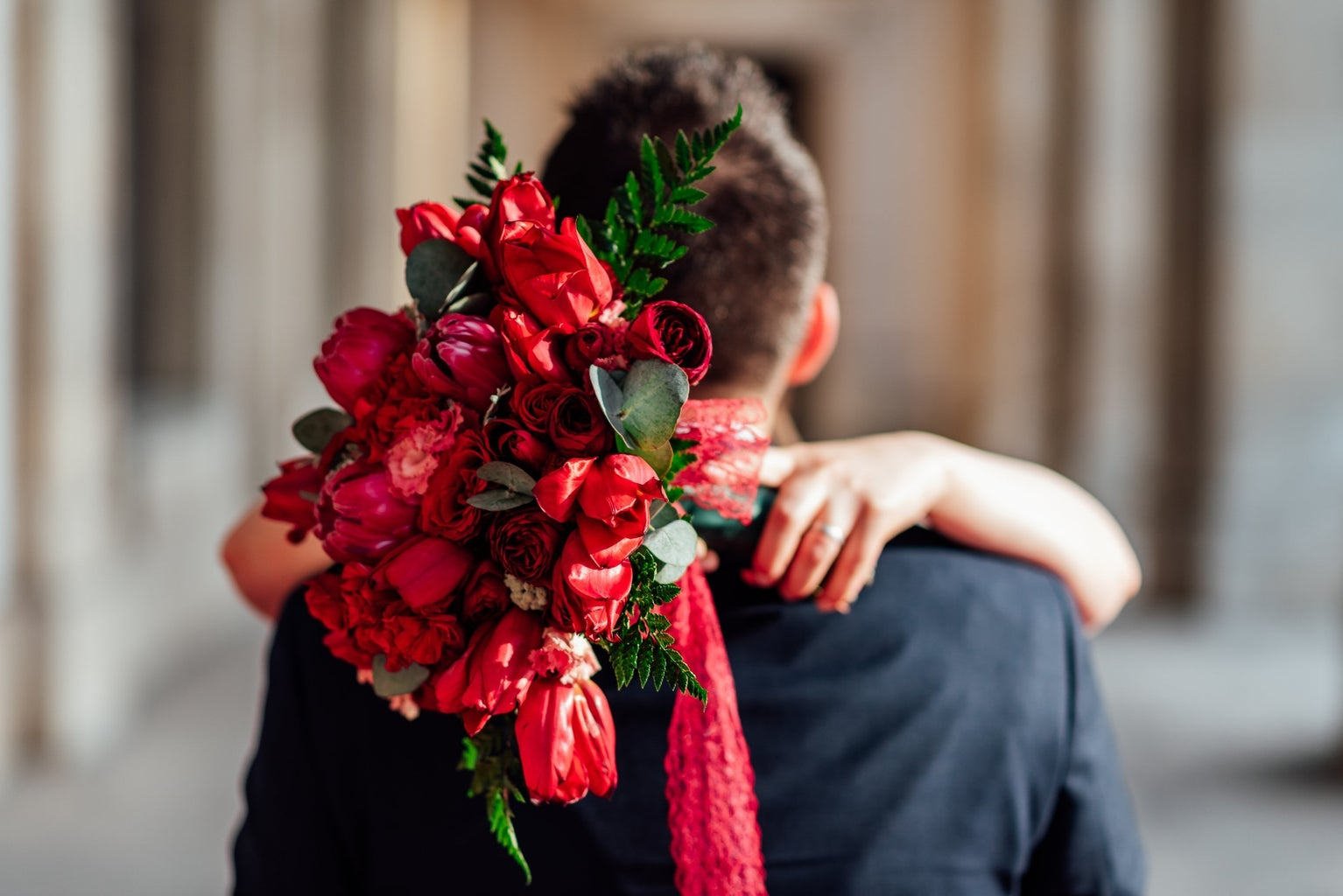 bouquet of roses couple