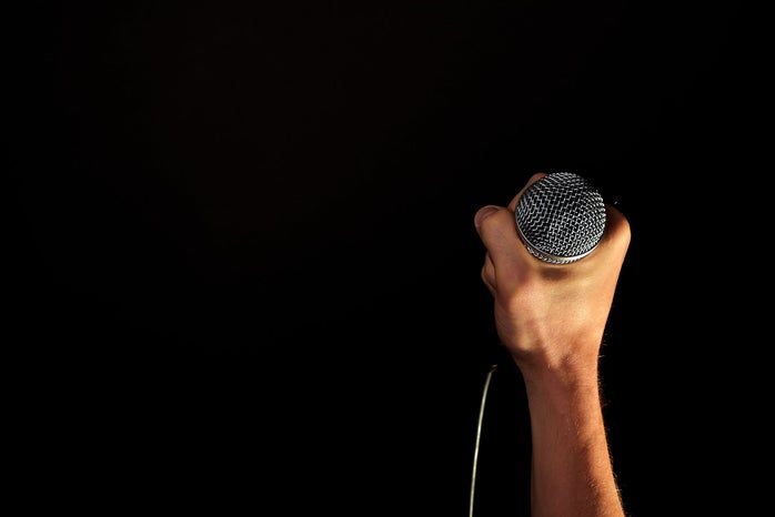 hand holding a microphone