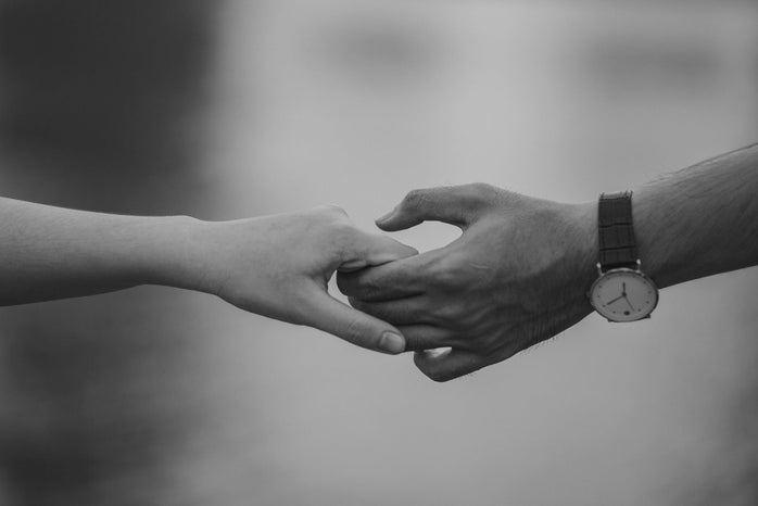 Hands holding.