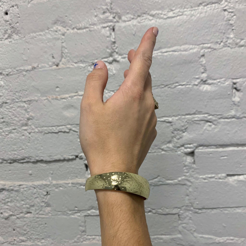 photo of flare safety bracelet