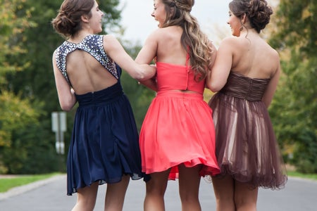 girls going to prom
