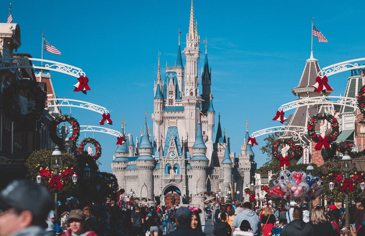 Photo of the castle during daytime with Christmas decorations