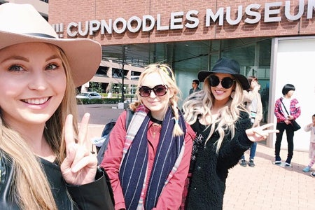 girls with peace signs at cup noodle museum