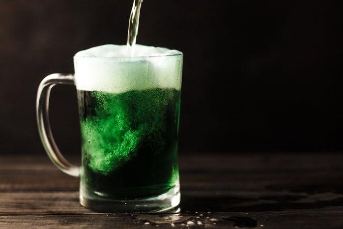 Green drink in a glass mug