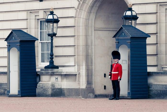 Buckingham Palace, London, UK; royalty, England, soldier