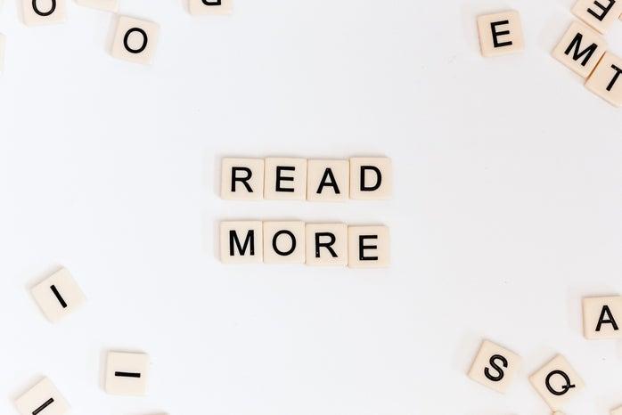 Scrabble tiles that say 'read more'