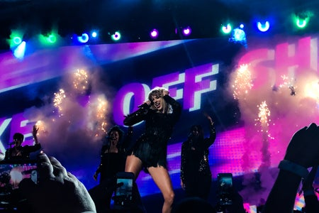 taylor swift performing on stage