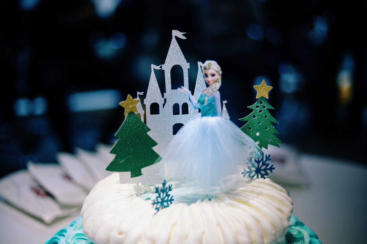 elsa on a cake
