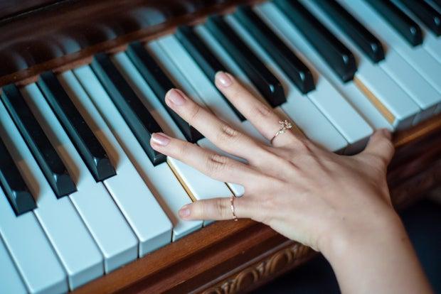 hand on piano keys