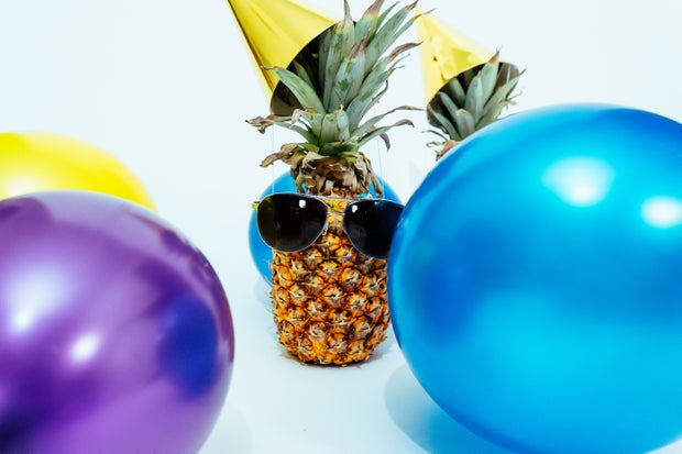 photo of pineapple fruit with sunglasses