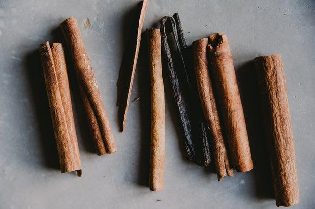 cigar rolls / cinnamon sticks on a grey background