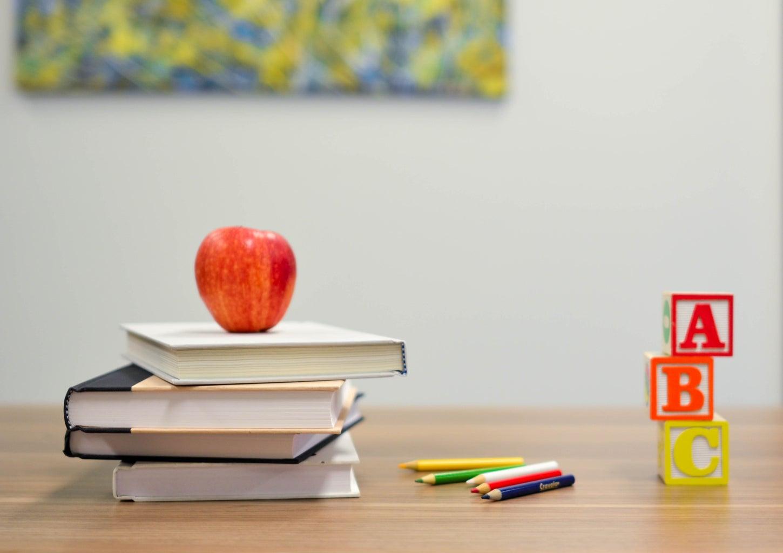 Apple on teacher\'s desk