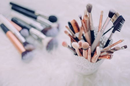 a bunch of makeup brushes