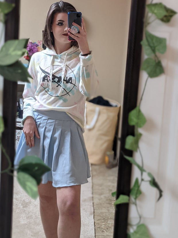 Mirror selfie that shows a comfortable way to style a tennis skirt