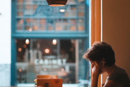 woman studying listen to music in a cafe